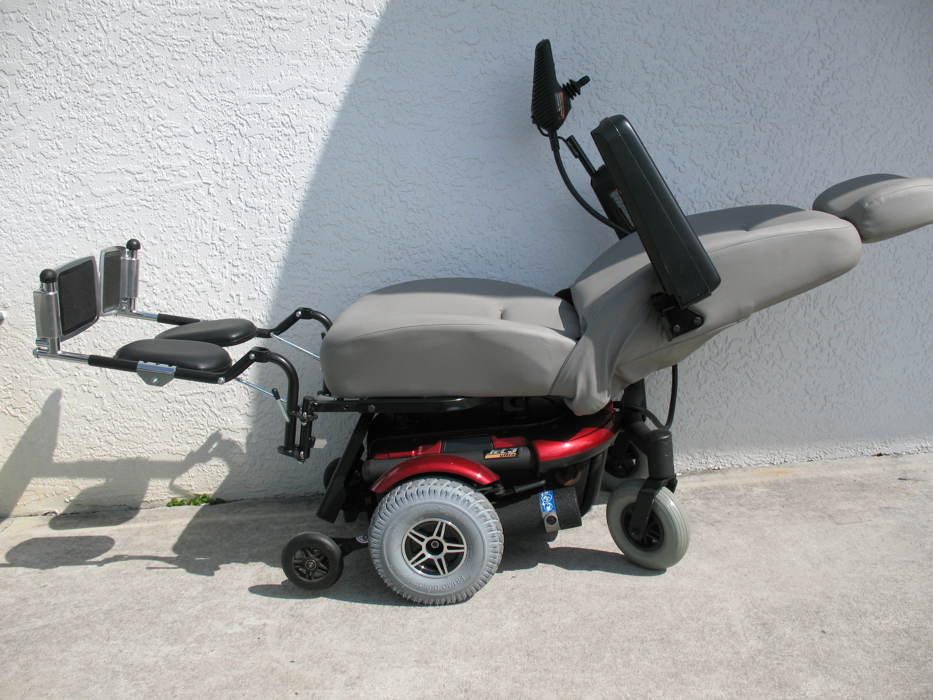 the jazzy jet 3 ultra power chair with full recline super high back the jet 3 ultra delivers superb sleek styling and